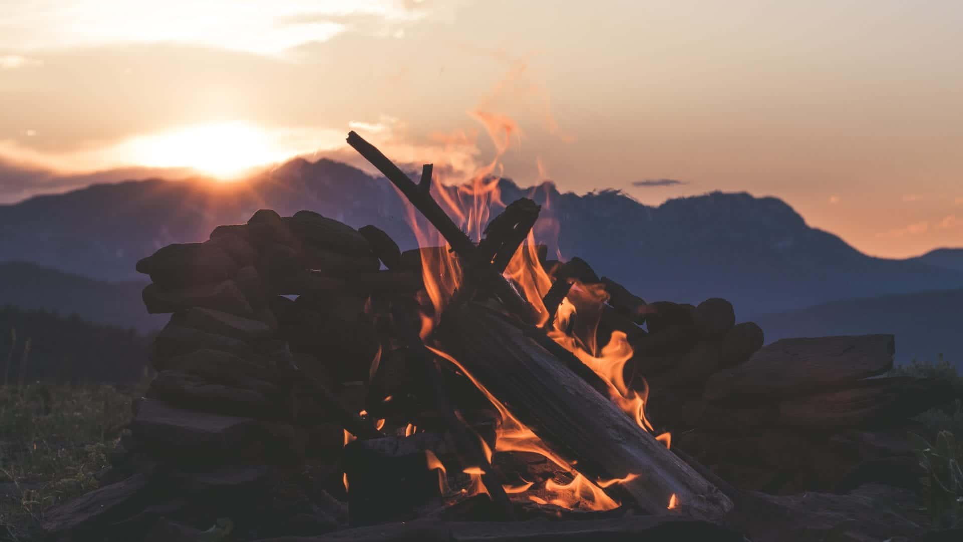 fire mountain colter-olmstead-714900-unsplash